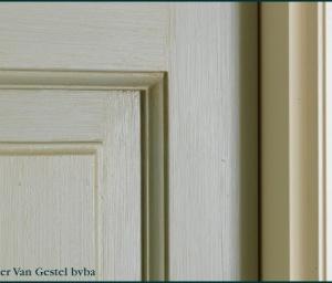 meubelen patineren: patine voor deur detail
